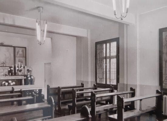 Kapelle des Schwesternhauses, um 1940. Das Antoniusfenster ist das 2. vlnr